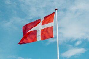Det danske demokrati er i frit fald